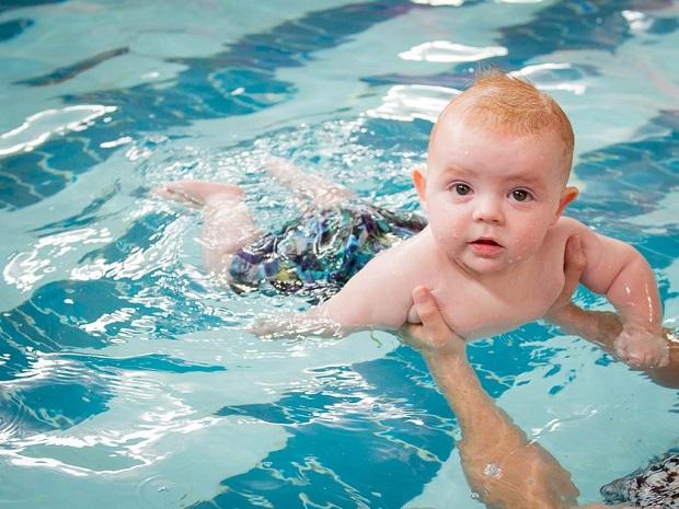 Bơi thủy liệu cho trẻ rất tốt