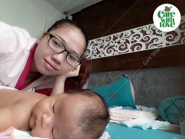 Chị Kiệt Nhi – Quận 8 – Gói tắm bé sơ sinh tại nhà