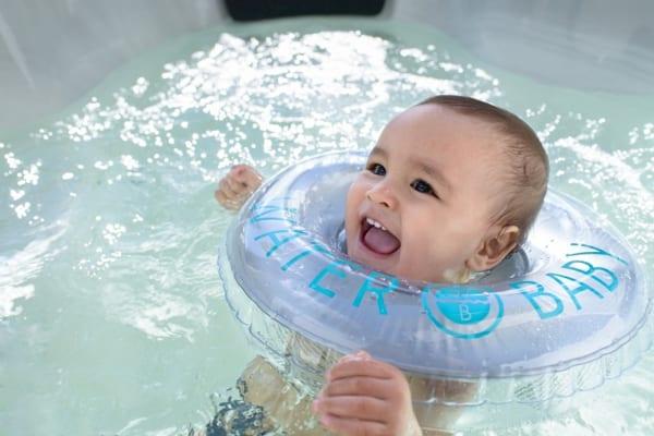 """""""Giải mã"""" phương pháp bơi thủy liệu cho bé tphcm"""