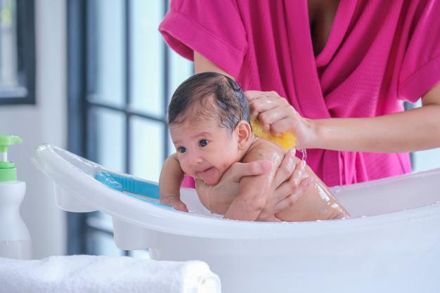 Cách chăm sóc bé sơ sinh 2 tháng tuổi