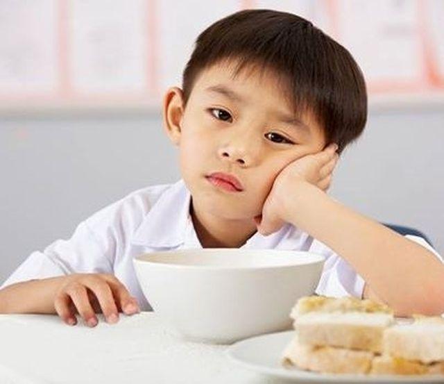 Trẻ biếng ăn là một trong những yếu tố gây ra bệnh suy dinh dưỡng