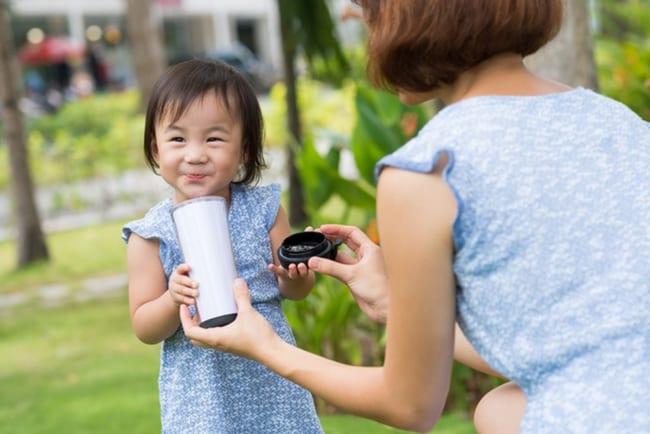 Quan tâm đến sinh hoạt và chế độ ăn uống của bé để phòng và điều trị suy dinh dưỡng