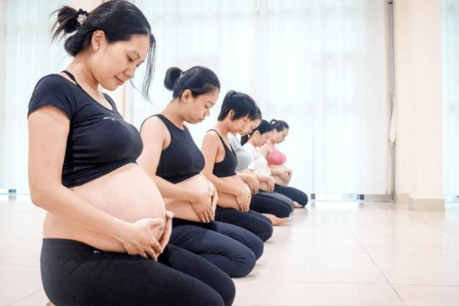 Lớp học yoga bầu là nơi thư giãn cho mẹ và bé yêu