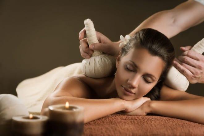 Chườm nóng được áp dụng vào trị liệu tại spa